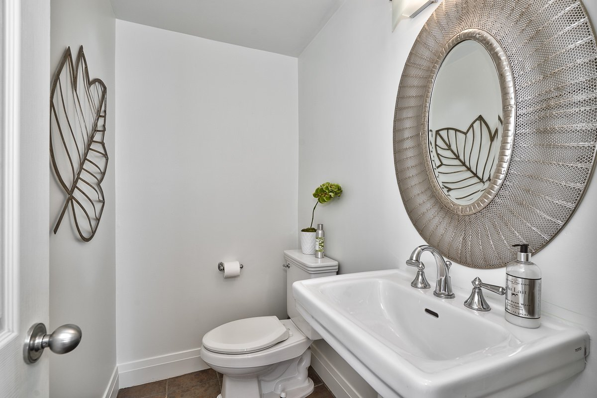 182-white-pines-drive-burlington-on-l7l-4e4-2pc-bathroom-buller-real-estate-group_00028