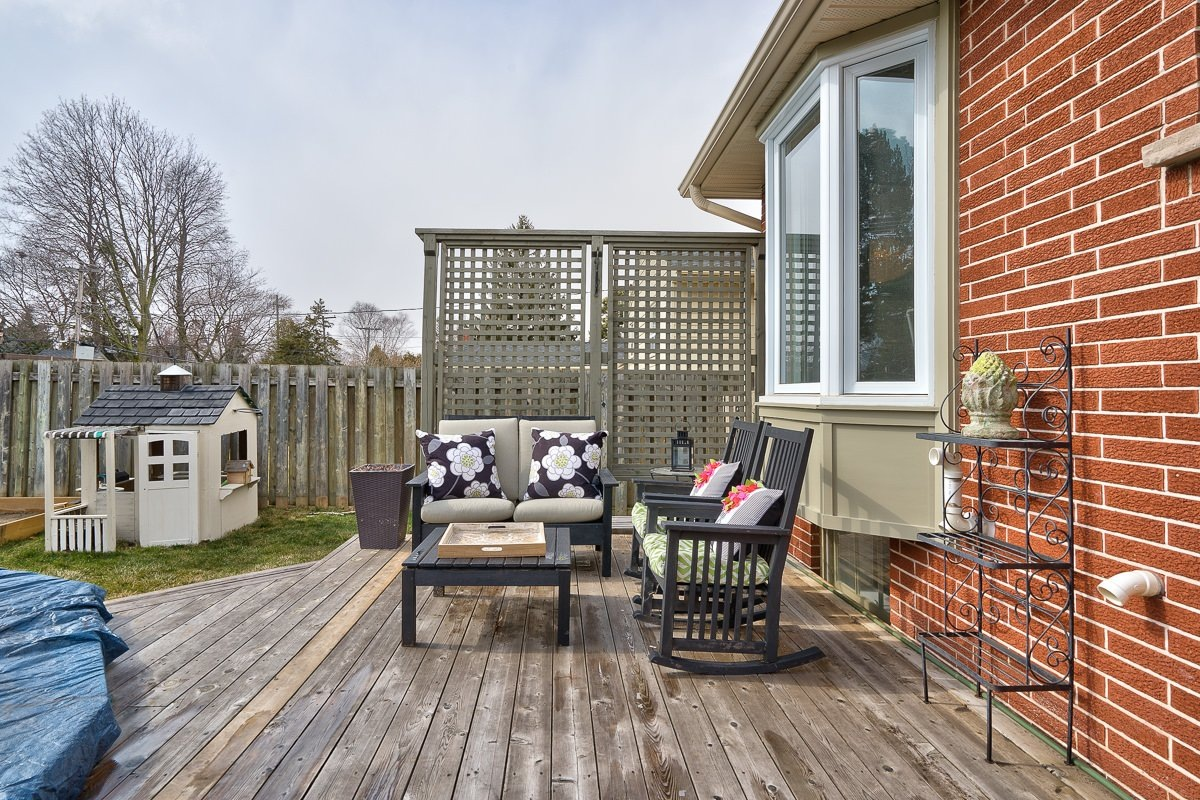 182-white-pines-drive-burlington-on-l7l-4e4-backyard-deck-buller-real-estate-group_00010