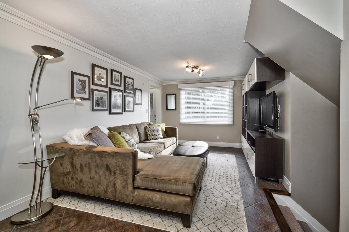182-white-pines-drive-burlington-on-l7l-4e4-family-room-buller-real-estate-group_00025