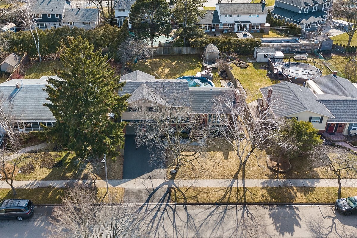 182-white-pines-drive-burlington-on-l7l-4e4-frontyard-aerial-buller-real-estate-group_00036