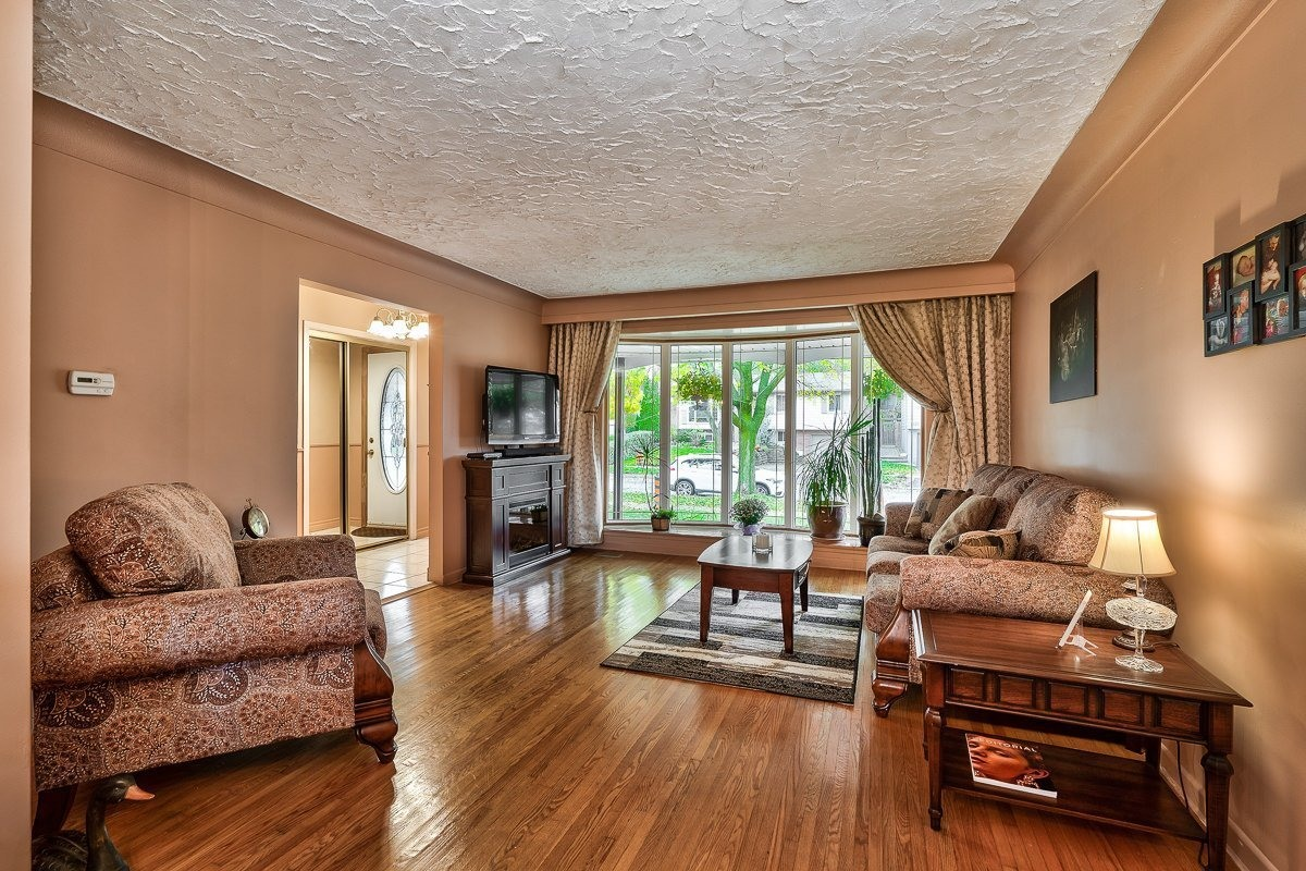 3416-rexway-drive-burlington-ontario-l7n-2l3_living-room-2