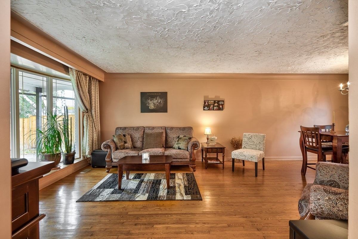 3416-rexway-drive-burlington-ontario-l7n-2l3_living-room