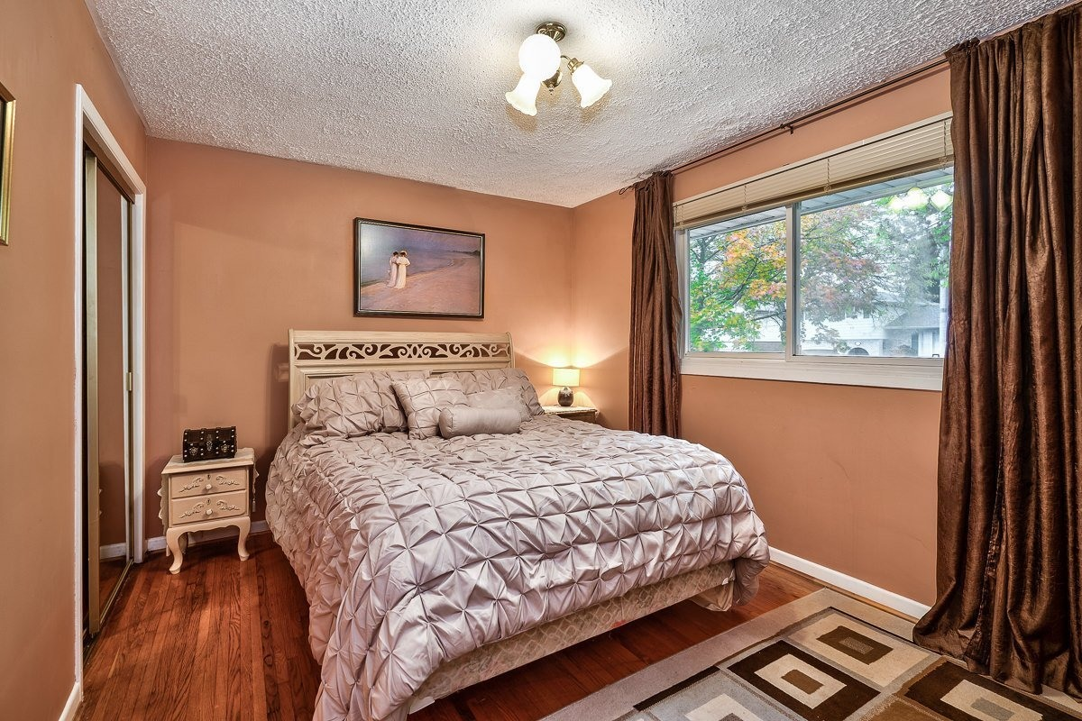 3416-rexway-drive-burlington-ontario-l7n-2l3_master-bedroom