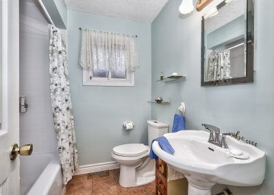 3416 Rexway Drive Burlington Ontario L7n 2l3 Bathroom