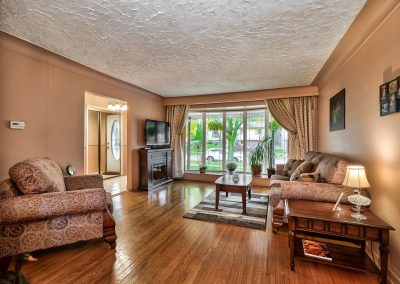 3416 Rexway Drive Burlington Ontario L7n 2l3 Living Room 2